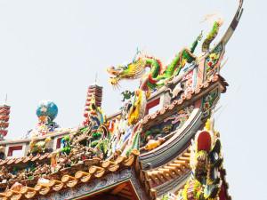 横浜中華街の関帝廟の屋根飾り