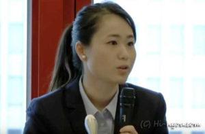 記者会見席上での我那覇真子代表(2015年9月25日)