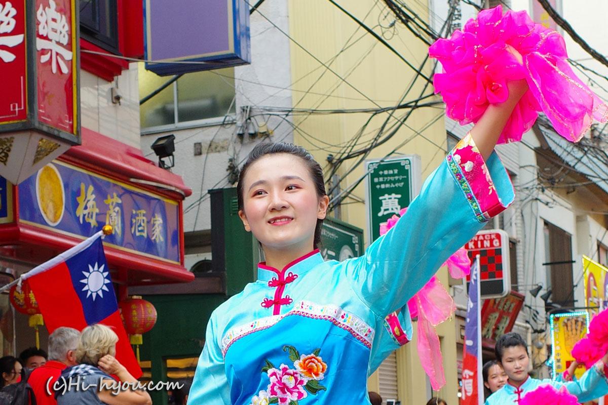 とても華やかな中華舞踊団