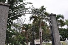 ウランダー墓門柱